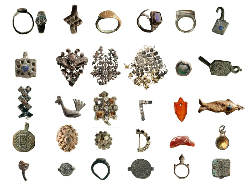 Various pieces of jewelry from different periods. Materials include semi-precious stones, glass, bronze, silver and gold.